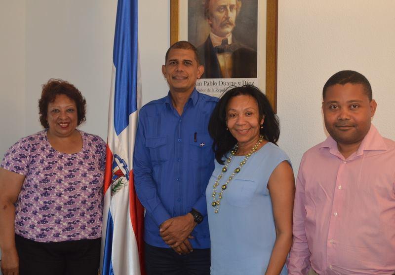 La directiva de la Asociación de Dominicanos Residentes en la Provincia de Albacete (ADORPA), integrada por su Presidenta Rosa María Doñé Duvergé, Rosa Fermina Reyes Vázquez y Samuel Matos Berroa, visitaron el Consulado de La República Dominicana en Valencia.
