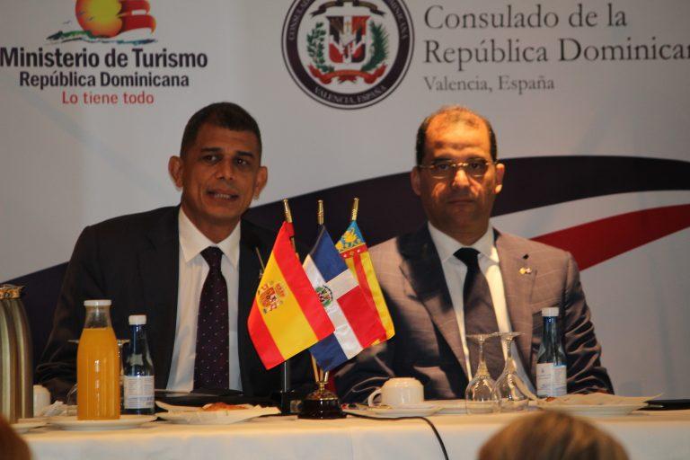 De izquierda a derecha, Cónsul de la República Dominicana en Valencia, D. Jorge Cordero y el Embajador de la República Dominicana ante el Reino de España, D. Olivo Rodríguez Huertas